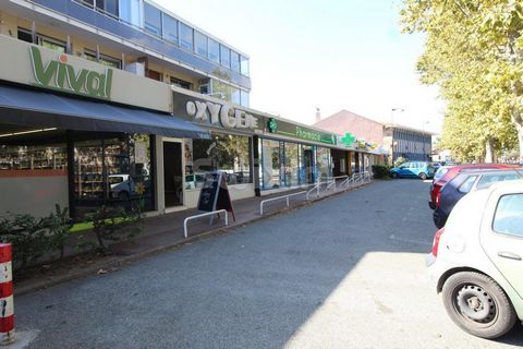 REF 3069DB: Goodwill,universal activities very well located in Frejus center.Parking Possibility to buy walls REF 3111DB Agent commercial indépendant Swixim sur votre secteur : David BEUF The property is west facing. Nearby: * Bus * Bus hub * Shops *...