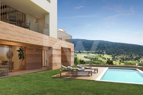 This fabulous 2 suites apartment with large terraces and private swimming pool, is part of the Viceroy Residences integrated in the Ombria Resort next to Querença in the Algarve. It is an investment in a house for own use and tourist exploitation, in...