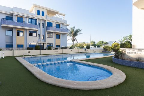 Fantastic apartment for 5 guests, with shared pool and at only 350 metres from Playa de Xeraco. The proximity to both the beach and the shared pool of this wonderful complex is the main attractive to accommodate oneself here. Every morning you can ha...