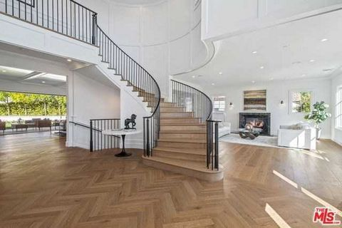 Detailed Description: Masterfully designed by renowned architect Ken Ungar, this modern-meets-classic estate sits on a rare 18,522 S. F. Corner lot in the exclusive Huntington neighborhood of Pacific Palisades. Pairing an open, airy layout with elega...