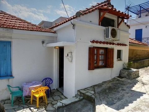 SKOPELOS Agios Spyridonas. For sale a maisonette of 66 sq.m., basement – elevated ground floor – mezzanine, frontage, 2 bedrooms, construction 1990, living room, kithen, bathroom, traditional, furnished, free, excellent condition, renovation '08, aut...
