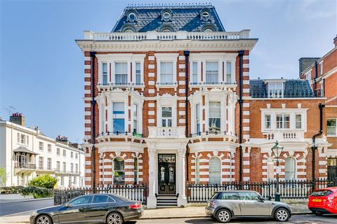 Apartment in a prestigious development in the heart of Kensington, ideal pied-à-terre for rental investment, superb open plan kitchen / dining room / reception, a bright and spacious bedroom with good ceiling heights and sash windows and an elegant b...