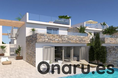 This independent villa in Los Alcázares is only 500m from the shores of the famous Mar Menor saltwater lagoon, offering an excellent location for a holiday home, rental investment opportunity, or permanent residence. The property features 3 bedrooms,...