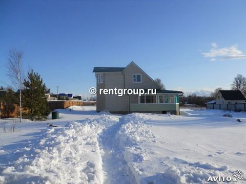 Rent two-storey house in the new year (c 31.12.2013 to 03.01.2014), located 75 km to Simferopol highway. 1st floor - glazed porch, hallway, bathroom. unit (toilet, shower), bedroom, living room with kitchen, 2nd floor: 2 bedrooms, lounge. Furniture, ...
