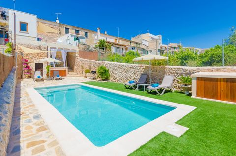 We invite you to this wonderful town house with pool and extraordinary views in Búger! It offers accommodation for 7 guests. The sunny terrace is the perfect setting to enjoy a refreshing swim in the chlorine pool while contemplating an amazing lands...