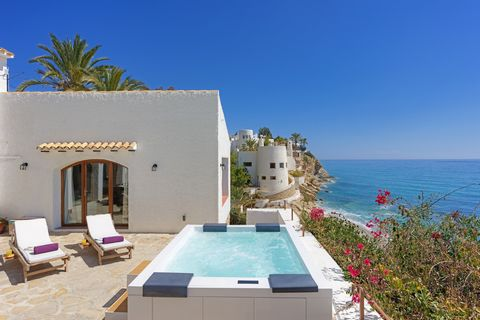 Welcome to this amazing house for 6 guests, with jauzzi and stunning seaviews to Villajoyosa sea. With a certain air of Ibiza, this majestic house is absolutely marvellous and ideal for those persons who love the sea, the nice views and the comfort. ...