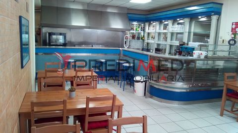 Want to start your own business? Don't miss this exclusive opportunity in the city of Almeirim! Fully refurbished space, for the restoration activity. Located in central area, with excellent access and parking. -The property is constituted by kitchen...