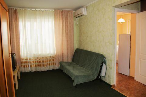 - 1-спальная кровать - диван - шкаф для одежды - шкаф для посуды - телевизор - стиральная машина - холодильник - газовая плита - стол большой (кухонный) - столик журнальный - стулья - утюг - сушилка напольная - гладильная доска - ванна - кондиционер ...