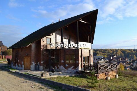 Лот №22742. Предлагаем кирпичный трехуровневый коттедж, общей площдью 230 кв.м. В коттедже - кухня, столовая, каминный зал, сауна, 2 санузла, кабинет, 3 спальни, караоке. В коттедже выполнен евроремонт, вя мебель новая. На прилегающем участке, общей ...
