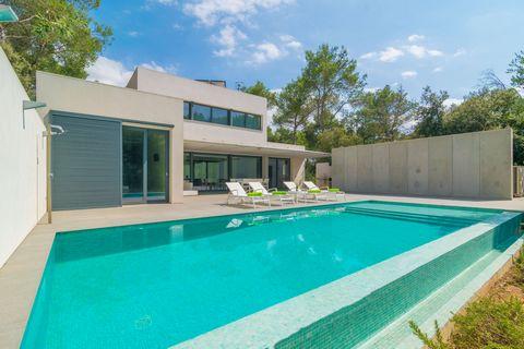 Bienvenidos a esta espectacular casa para 6 personas, con piscina privada, en la tranquila urbanización de Crestatx. Los exteriores de esta casa son extraordinarios. Aguardan una gran piscina de sal, -de 10 x 4 m y de 0.2 a 1.7 m de hondo-, rodeada d...
