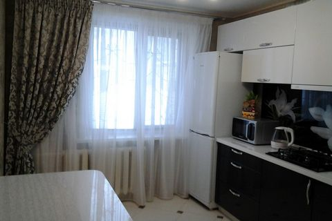 Недорого сдам квартиру однокомнатную.Одному человеку, возможно паре. Квартира просторная, светлая. есть необходимая мебель, техника, посуда, пользоваться всем можно. Имеется спальное место, место для хранения вещей. На кухне холодильник, духовой шкаф...