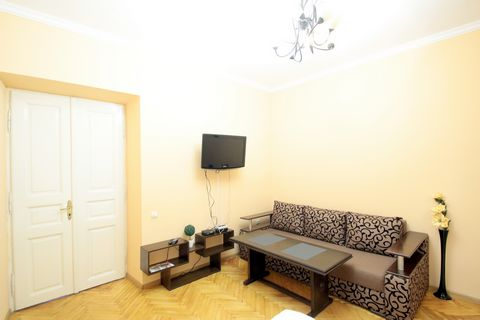 Apartments with 1 room are located on the street. Kulisha 45, on 2/3 floor. The apartments have: - Built-in kitchen; - Refrigerator; - Electric kettle; - Gas stove; - Cutlery; - Kitchen appliances; - Wine glasses; - Water glasses; - Cups with saucer;...