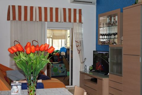 Nice penthouse with high ceilings located in a quiet urbanization in El Romeral. On entering the house we find a hall, fitted kitchen with access to laundry, 2 large bedrooms, 1 bathroom and lounge diner. The height of the house allows to make attic....
