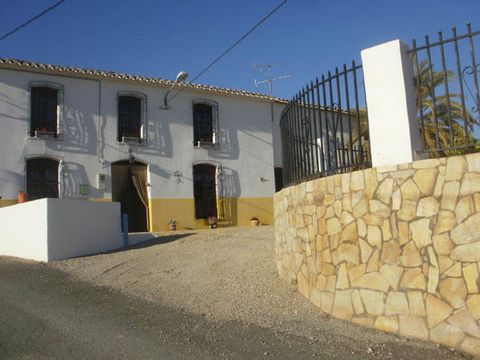Bought by the present owners in 2002 the property has been lovingly restored keeping the original character, but with all modern conveniences. This villa is surrounded by orange and lemon groves and with stunning mountain views. The owners ran the re...