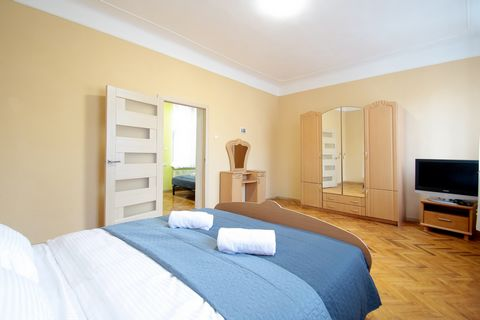 Apartments with 2 rooms are located on the street. Gonty 6, on 4/4 floor. On Market Square, the very heart of Lviv. In a quiet place. The apartments have: - Built-in kitchen; - Refrigerator; - Microwave; - Electric kettle; - Built-in electric stove; ...