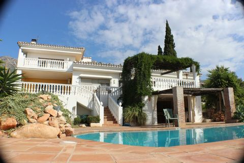 Impressive 398 m2, 2 bedroom 2 bathroom villa with 1 bedroom self contained apartment on a private plot of almost 2,000 m2 located in a popular urbanisation just 10 min from the historic village of Mijas. Well designed and built this lovely spacious ...