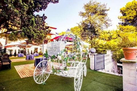 This is a sale of an elegant hotel 3 *** with a banquet hall with beautiful views in the suburbs of Barcelona. The hotel is located 10 km from Plaza Catalonia and 6 km from El Prat International Airport. The best beaches of the Costa del Garraf are o...
