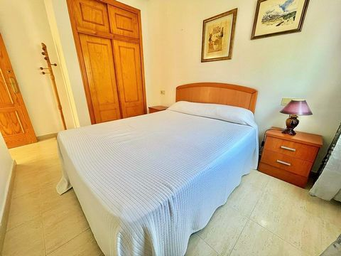 Top floor bungalow in Aguas Nuevas urbanization, Torrevieja with 60 m², 2 bedrooms, 1 bathrooms in good condition and a large terrace facing southeast of 15 m², equipped kitchen, furnished. Nice communal areas with swimming pool. community fees / mon...