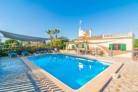 Preciosa casa de campo con piscina propia en Santanyí. Cuenta con capacidad para 6 personas lo que resulta ideal si viaja en familia o con amigos. La casa cuenta con piscina privada de cloro de 8x4m y una profundidad de 0.5m a 1.90m, ideal para refre...