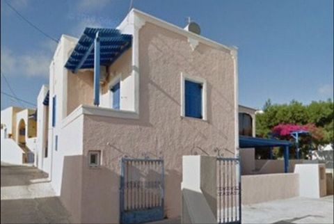 SANTORINI Megalochori, detached house of 100 sq.m., basement – ground floor with 2 bedrooms, and 2 bathrooms, furnished, on a plot of 300 sq.m. with air conditioning, solar system , excellent condition, furnished and fully renovated. with 15 m2 garag...