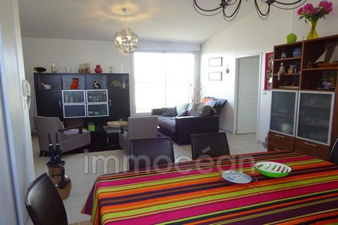 250 m from the beach of Pontaillac, this apartment of 75 sqm located on the top floor with a large terrace with panoramic views, offers a large living room (with convertible) an open kitchen, 2 bedrooms, a bathroom. water and separate toilet. for you...