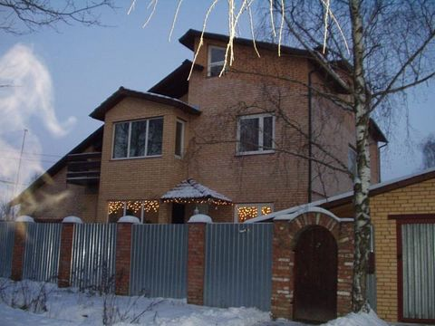 Sold three-storey residential building in the private sector of the urban type. Very convenient location. The village with the developed infrastructure: supermarkets, poleklinika, school, post office, etc.. The House put into operation, is located in...