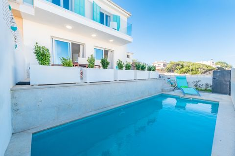 Welcome to this fantastic terraced house for 8 people, with private pool, located some metres away from the sea in Son Serra de Marina. The exterior area of this beautiful two-storey house offers a wonderful terrace with all you need to enjoy your de...