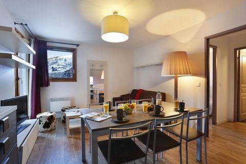 La résidence Au Cœur des Ours est située dans la station de ski des 2 Alpes en Isère, au pied des pistes de ski et des remontées mécaniques. La résidence propose 31 appartements au confort soigné, répartis dans 2 chalets aux prestations de haute qual...