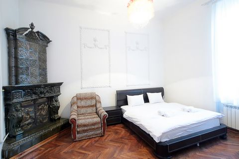 Апартаменты с 2-мя комнатами находятся на ул. Кн. Романа 34, на 3/4 этаже. Тихое и красивое место в Центре Львова. В апартаментах есть: - Встроенная кухня; - Холодильник; - Микроволновая печь; - электрочайник; - Встроенная газовая плита; - Столовые п...