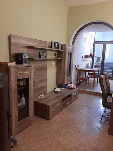 Location: Primorsko-goranska županija, Crikvenica, Crikvenica. We are selling a house in Crikvenica, with a total of 140 m2 of living and auxiliary space. The house consists of a living room, dining room, kitchen, bathroom, pantry and exit to the yar...