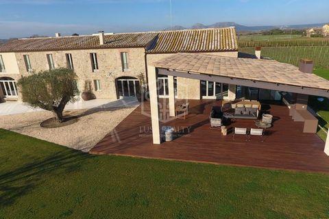 ! Honorarios profesionales no están incluidos en el precio Una propiedad única en venta en España: una magnífica masía en el Baix Empordà (Girona) , a 3 km de las mejores playas de la Costa Brava. Es una antigua casa de 1850 construida en una parcela...