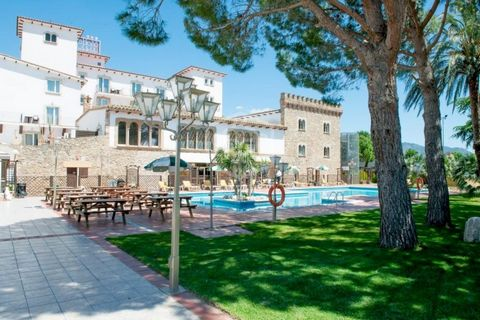 3*** hotel situated in the Bahia of Rose, 2000 m of the beach, 15 km from Figueras and 135 km from Barcelona. Area of 4490 m2 in plot of 4315 m2. It has: 60 equipped rooms. Service: 2 dinning room with bar, bar and swimming pool of 160 m2, minigolf, ...