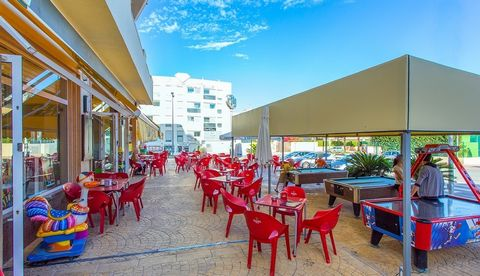 Corner commercial unit for sale located in Aguamarina, Cabo Roig in Orihuela Costa. Inside you can find a large area with bar, kitchen and toilet, it has a terrace of 262m2. The location it`s in a commercial area were we can find several restaurants,...