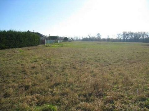 Building land on the outskirts of the town of Mosonmagyar var next to the Mosoni Danube and a fish pond in a beautiful green area for sale. Reason: approx. 98.983m2. Price: 15,000,-HUF/m2. Building plot on the outskirts of the town Mosonmagyar'v ér n...