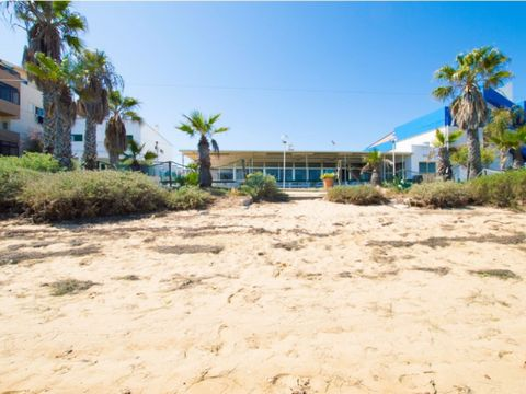 Restaurant on Faro beach with views over Ria Formosa. Alternatively you could use this supper location to construct your dream property with an amazing view. This restaurant is located literally in the middle of the Ria Formosa and you can walk from ...