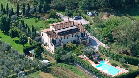 In the heart of Tuscany, surrounded by unspoiled greenery and in the quiet of one of the prettiest hamlets of the municipality of Castelfranco di Sotto in the province of Pisa, this country house used as a B&B is located in an evocative landscape del...